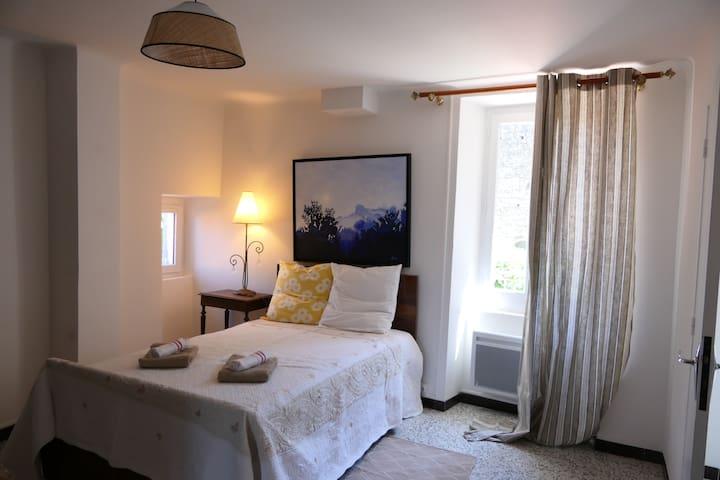 Chambre au 1 er étage lit de 120