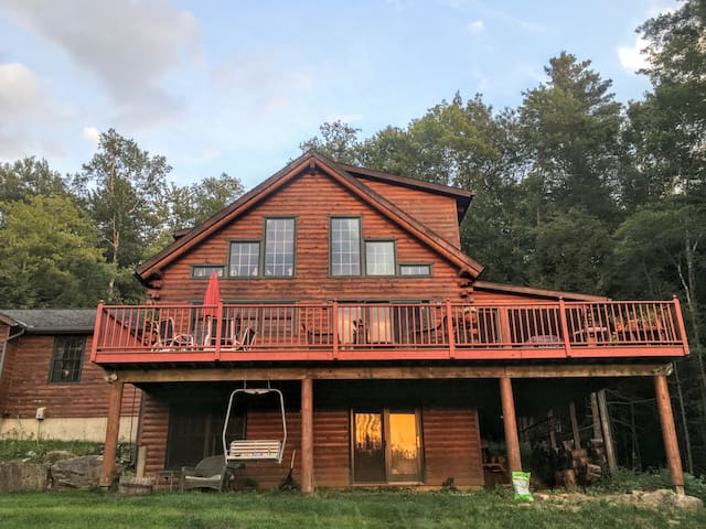 Country Log Home in Secluded Setting - Waterbury - Haus