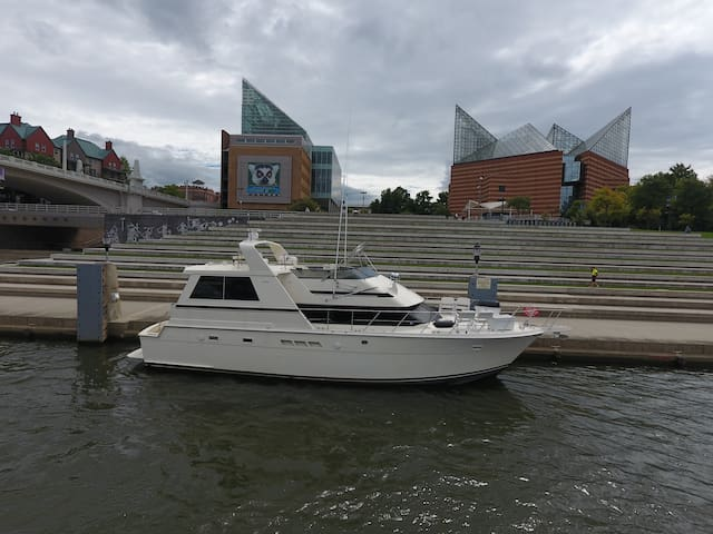 Downtown Chattanooga Yacht.