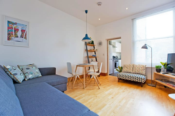 Spacious 1 bed & sofa bed BOOK for Summer