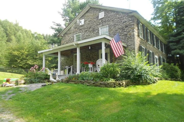 200 Year Old Stone Farm House - Burlington Flats - House
