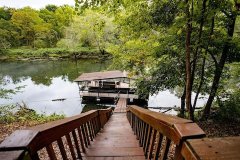 Angler's River Cabin & Guest House w/ Private Dock on Little Red River