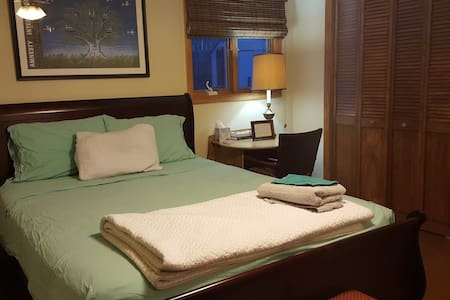 Private Room & Bath near RUTGERS/NYC - Sayreville - Casa