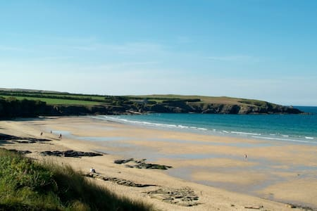 Surfers' Paradise in Harlyn Bay - Cornwall - House