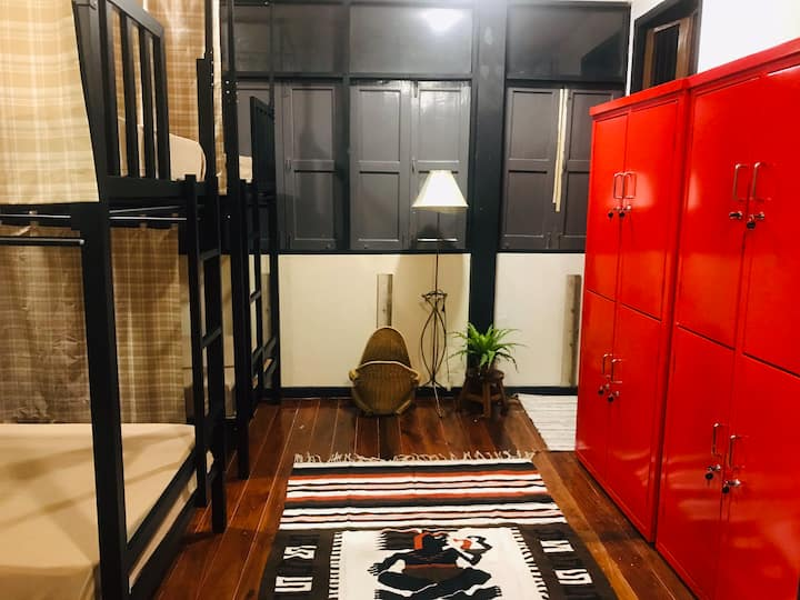 36 sqm dorm room for 8 - Thai house in town center