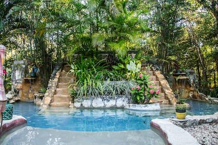 "La Selva Mariposa ""El Rio"" Jungle B&B near Tulum - Quintana Roo - Aamiaismajoitus"