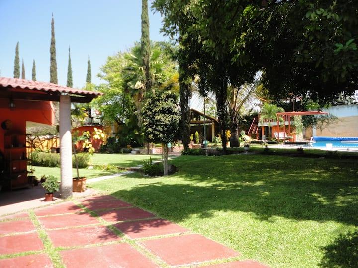 Quinta El Poeta Arturo, Xochitepec Alberca Priv.
