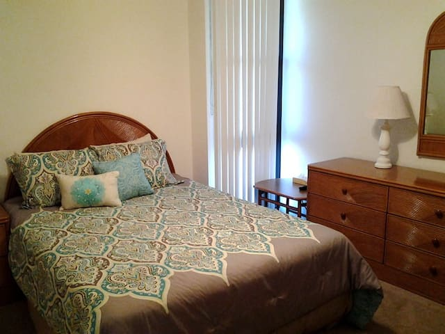 Queen size bed in master with ample closet space