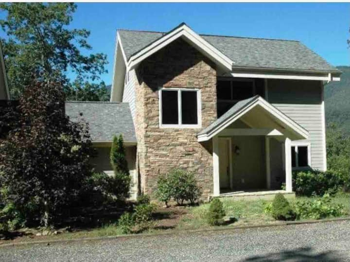 RiverRock at Mount Mitchell mountain views home