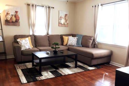 Cozy Home w/Wifi, Netflix, Smart TV, Near Airport