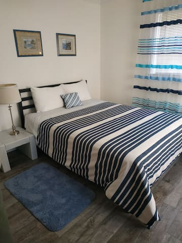 Newly renovated room in the hidden gem in Orange.