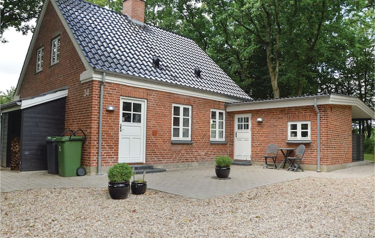 Former farm house with 2 bedrooms on 98m² in Tistrup