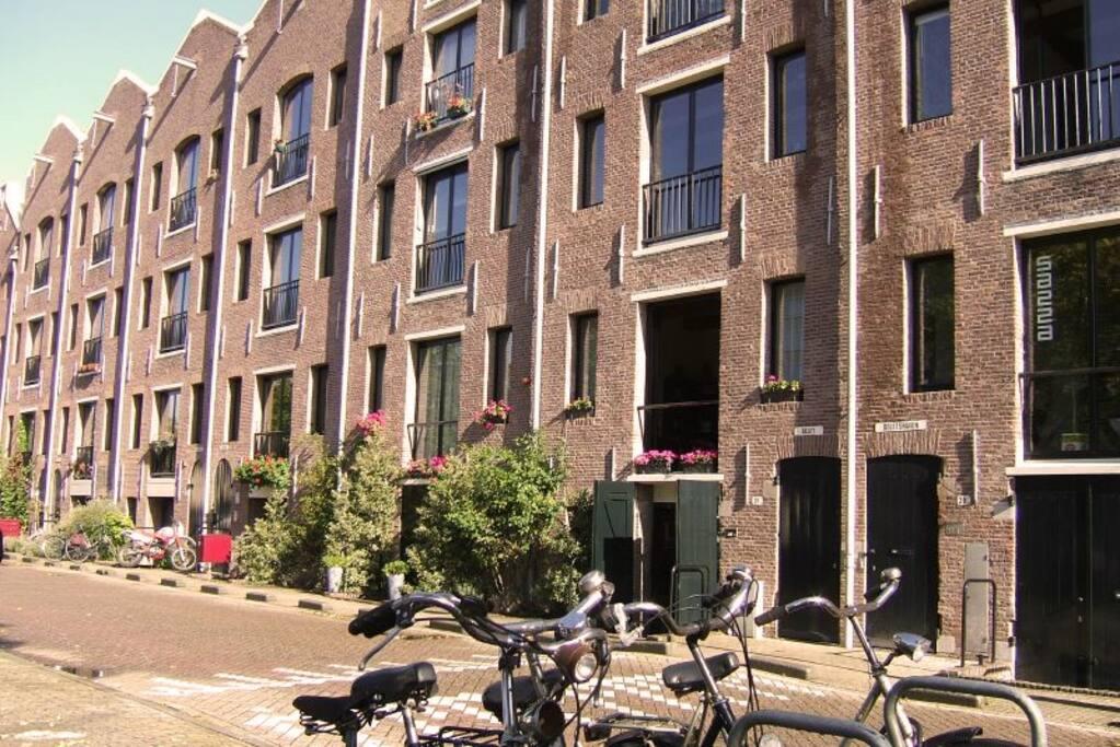 Ruime kamer gratis parkeerplaats loft 39 s te huur in for Studio omgeving amsterdam