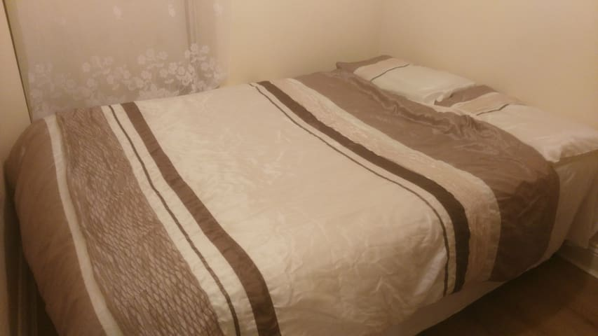Double Bed in Waterford City Centre - Waterford - Apartemen
