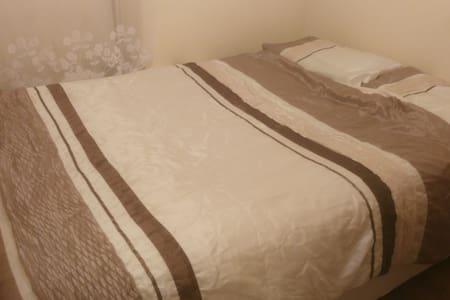 Double Bed in Waterford City Centre - Waterford - Apartment