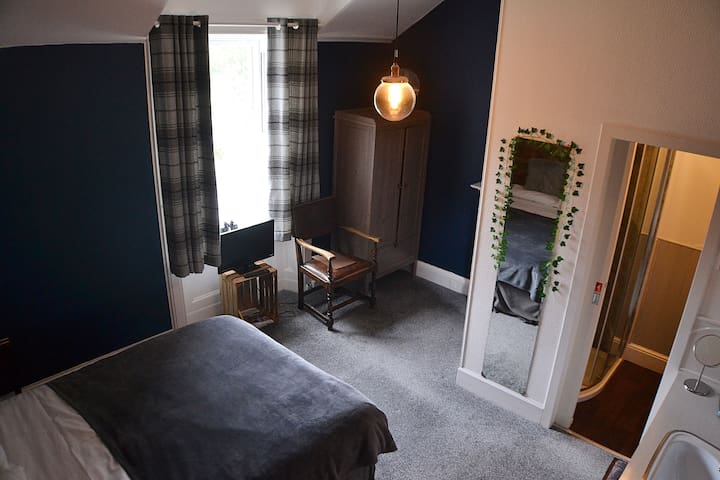 Double room w/ en suite - Craig Villa Guest House