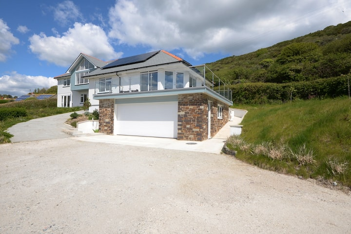 Crellas Beach Apartment, Seaton, Cornwall