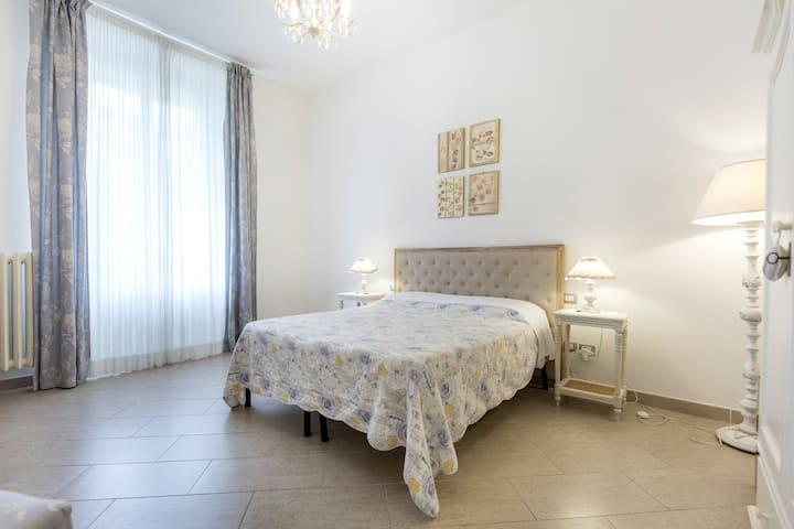 "Gourmet Room ""Bolgheri"" with Garden & Minibar"