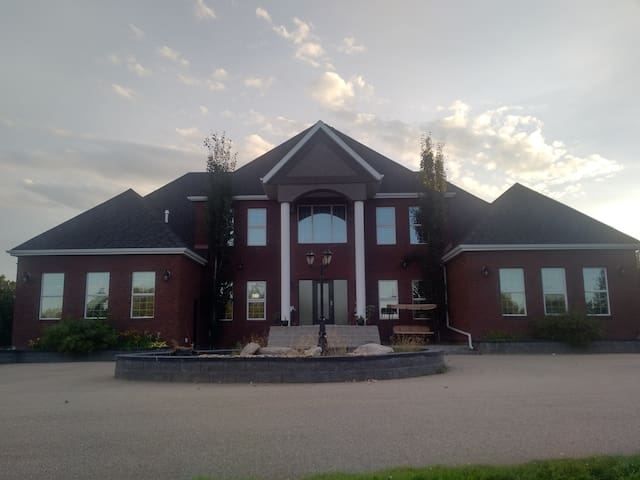 Stoneridge Mansion - Spruce Grove - Villa