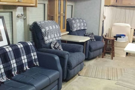Comfy and cozy class A RV - Sweetwater - Husbil/husvagn