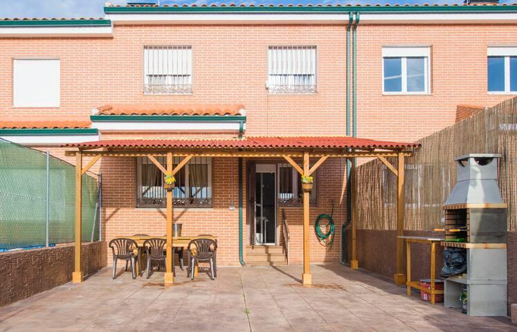 Casa en Hormigos 1, barbacoa, piscina, naturaleza. - Hormigos - Huis