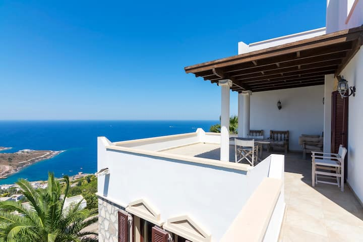 Gorgeous Private Villa with Pool and Sea View