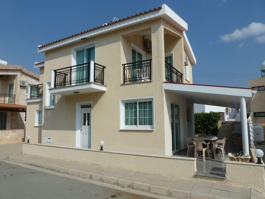 External view, 4 bedroom villa