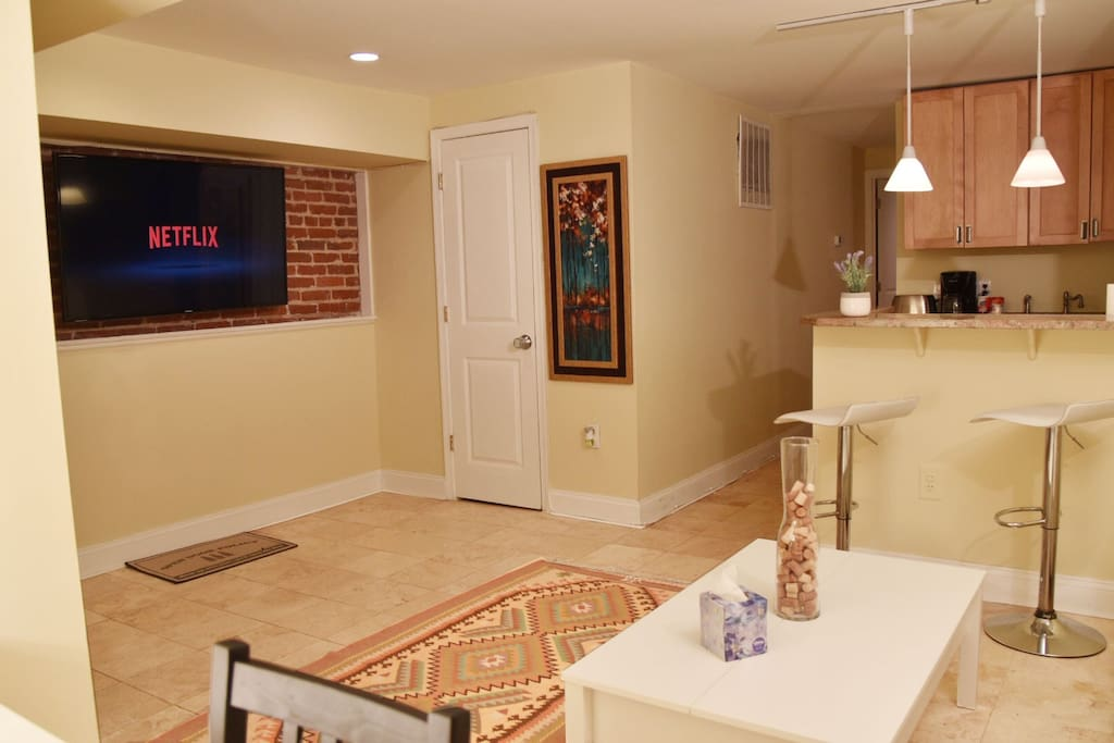 Enjoy the cute living room, smart TV with Netflix subscription and a small dining/work space area.