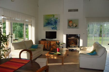 maison agréable à la campagne - Bioule - House