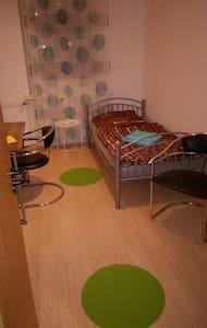 Kleines Zimmer direkt am Ostbahnhof -nur f. Männer - Berlin