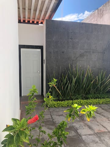 Excelente departamento independiente.