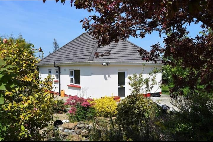 Cozy Bungalow near Wexford Town, 15 mins Rosslare.