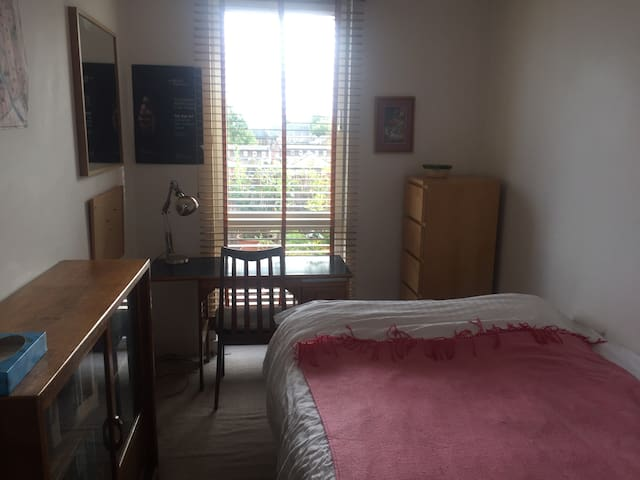 light room, zone 2, views, musician friendly,