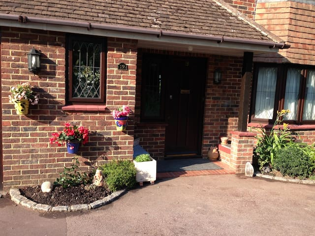 Room with double bed near Gatwick