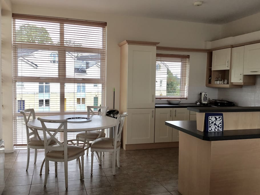 This is the kitchen dining area. The 4 chairs from the terrasse table can be brought over to comfortable sit 8 people. The kitchen is fully equipped.