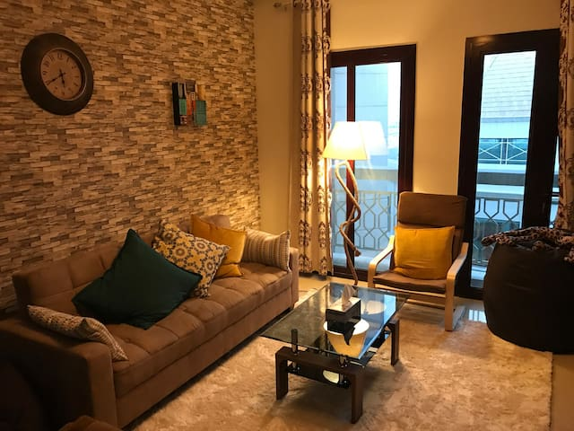 Spacious Apartment with private room in Dubai