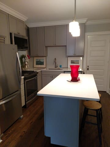 Kitchen available for light use. Refrigerator, microwave and oven reheating. Not equipped with pots and pan.