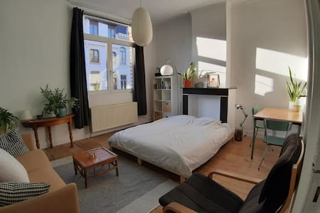Authentic and charming room in old townhouse