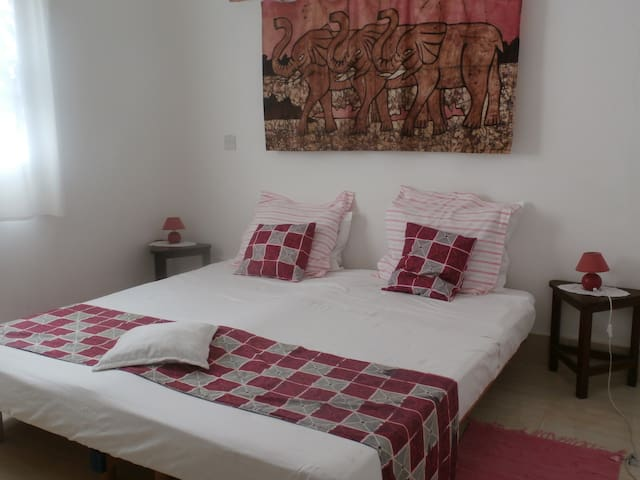 B&B VILLA CALLIANDRA, Bijilo, room with kingbed.