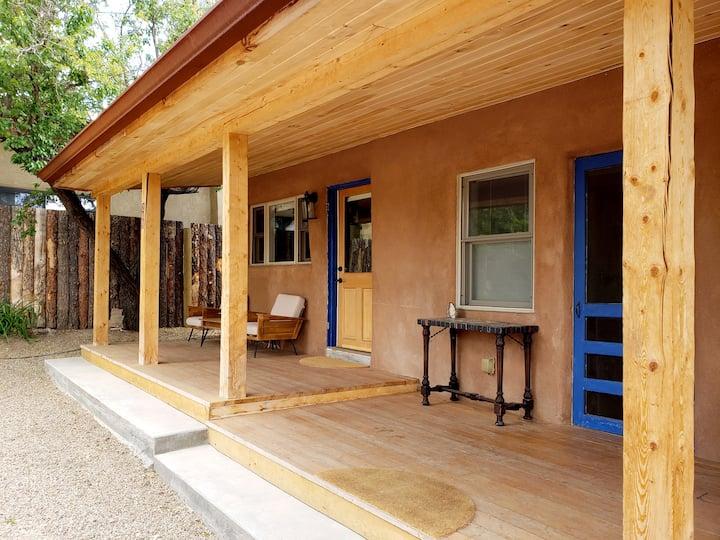 Private adobe house near Plaza, family friendly