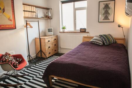 Light and Welcoming Townhouse, near Temple Meads - Brístol
