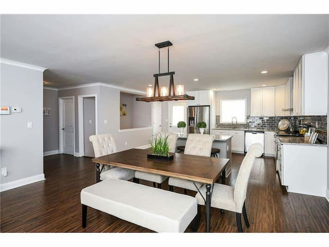 3 story home, 7 mins from downtown! - Atlanta