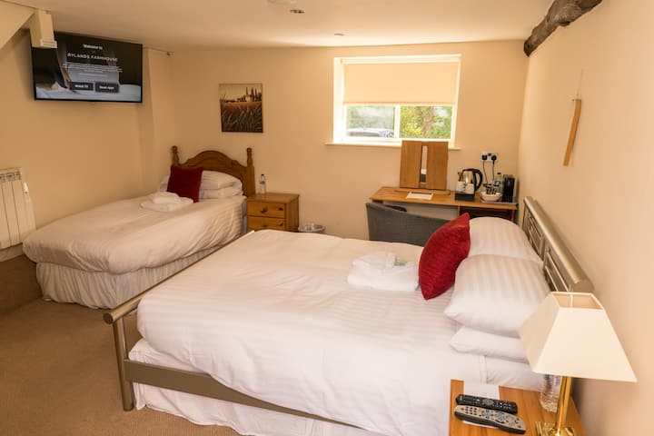 Family Cottage 2 with Ensuite @ Rylands B&B