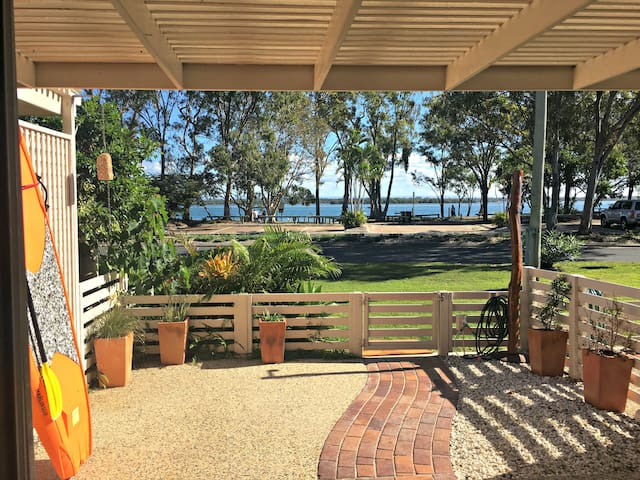 Waterfront Townhouse Banksia Beach, Bribie Island