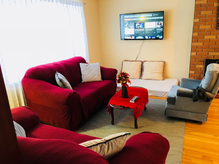 Bright spacious living room with 50 inch smart TV (Netflix, YouTube etc).  Please note to watch Netflix you need to have your own account.