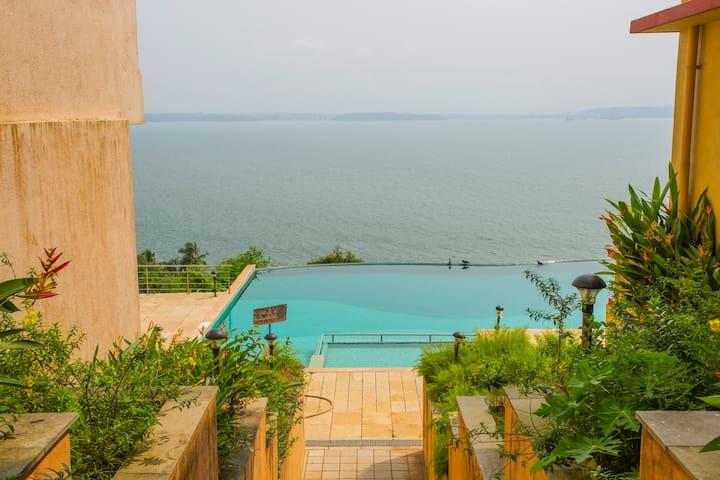 Primrose Apt,Infinity Pool & Panoramic Sea View