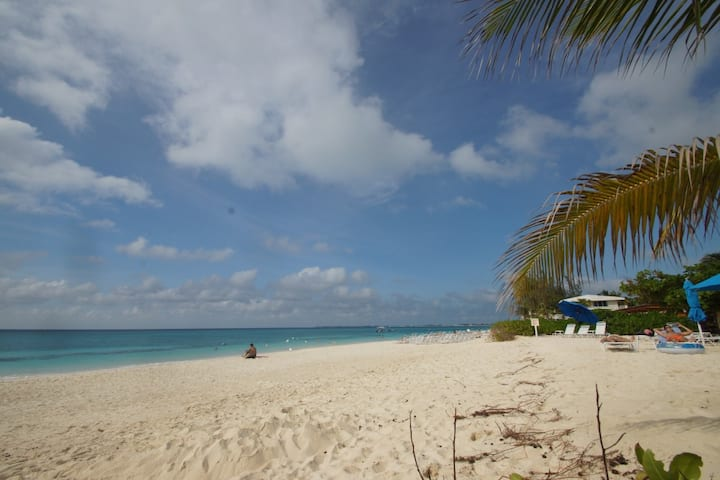 Seven Mile Beach Beachfront Condo
