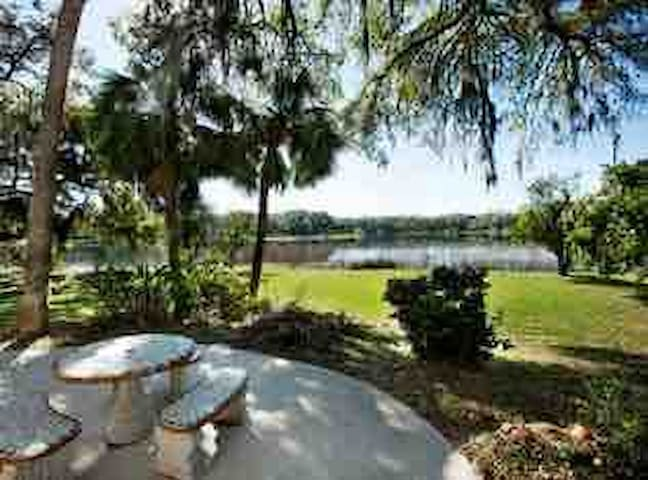 Lakeside home close to Silver Springs and Ocala