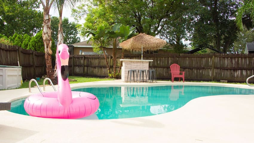 Private pool home for execs/families/snowbirds!