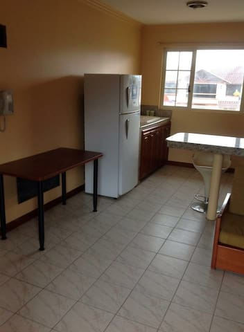 Big comfy Fully furnished apartment - Loja - Huoneisto